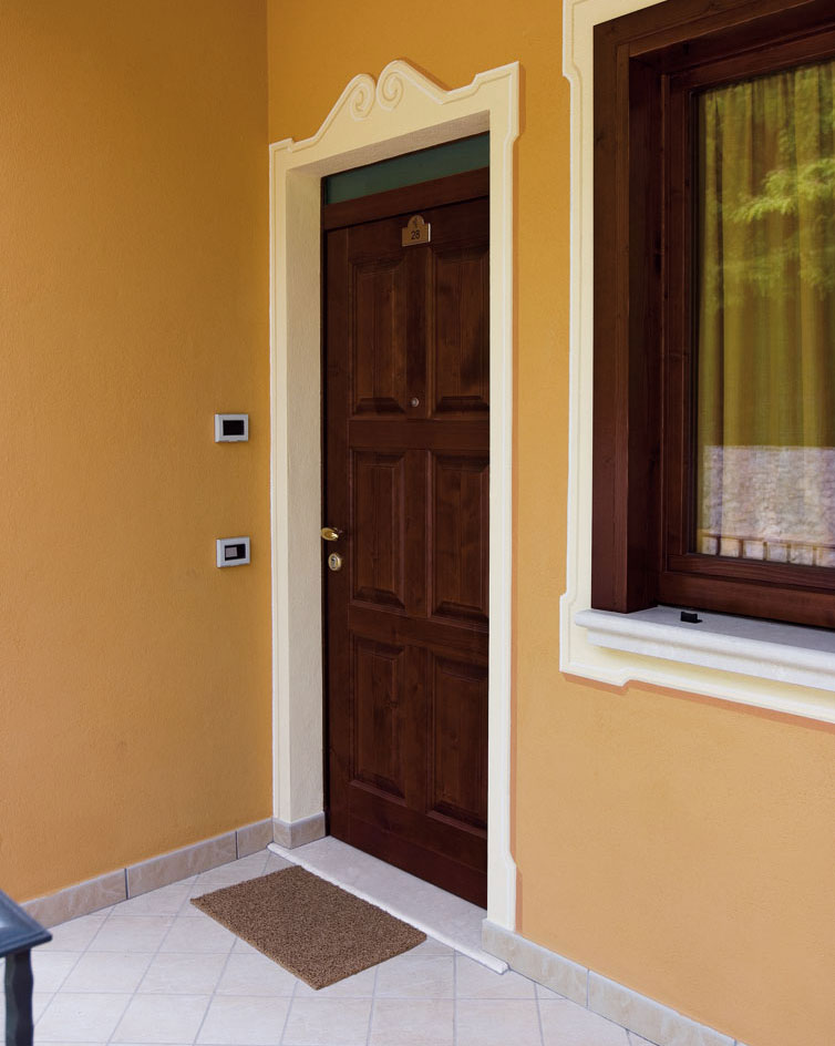 Porte d ingresso blindate mazzini serramenti for Porte d ingresso